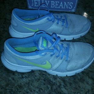 Nike shoes  Size 10 Womens